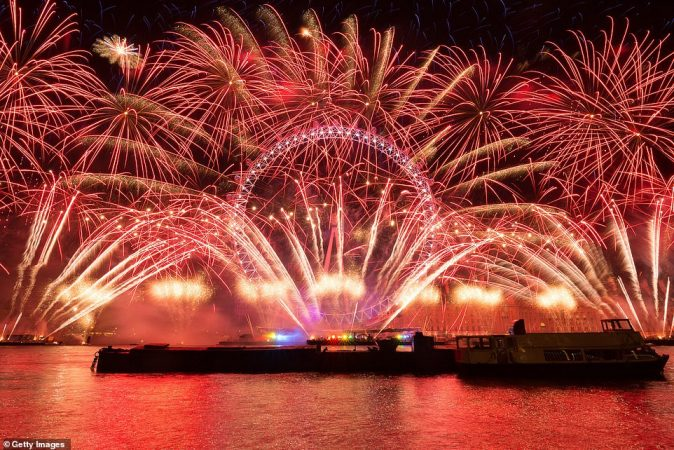 7977986-6541611-In_Britain_London_will_usher_in_the_New_Year_by_celebrating_its_-a-19_1546254121702-674x450.jpg