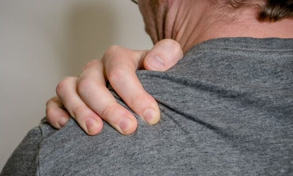 Shoulder-Pain-In-Cold-Weather-600x360.jpg