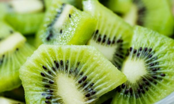chopped-kiwi-in-a-bowl-on-a-table-750x500-1-600x360-1.jpg